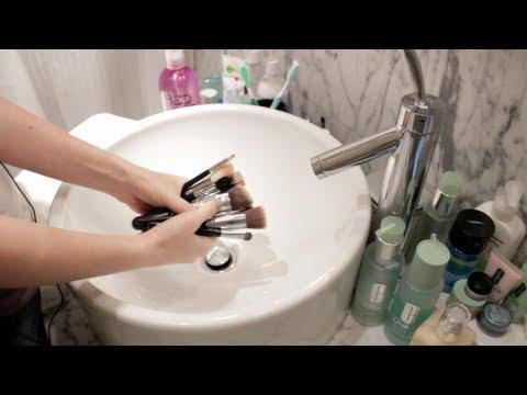 Как правильно мыть кисточки для макияжа