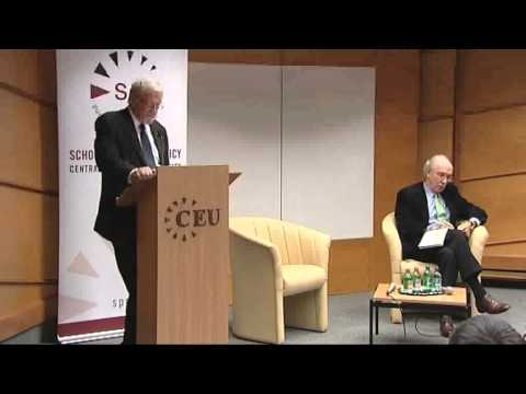 Gareth Evans speaks about R2P at CEU's School of Public Policy - full lecture