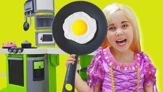 Yulya Pretend Princess Rapunzel and Plays w/ Kitchen Toys