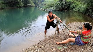 Survival skills: Big fishing with unique fishing skills of primitive people