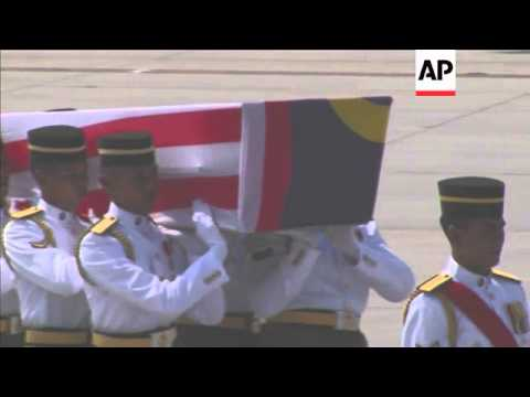 Ceremony held as coffins carrying victims of Flight MH17 are returned home