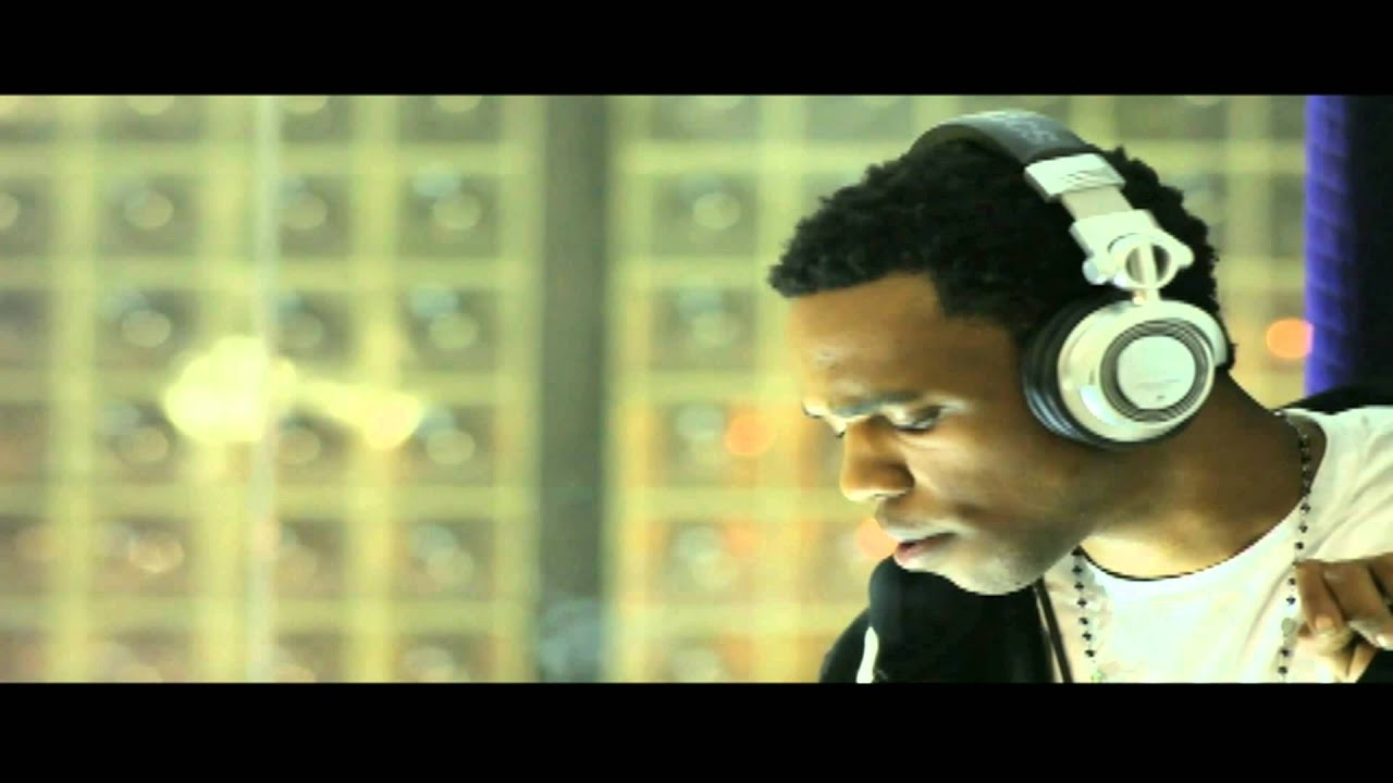 Wiz khalifa no squares ft. Curren$y [official music video] youtube.