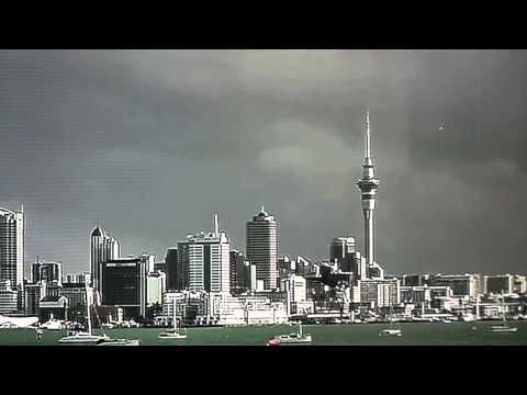 UFO appears in Auckland on the news during the weather report