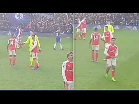 Mesut Ozil screams at Alexis Sanchez for not apologising to Arsenal fans