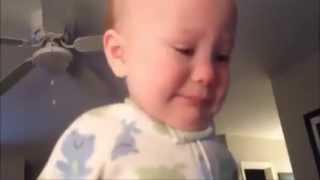 Baby cute sedih bila dengar lagu