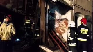 Pożar ciągnika rolniczego oraz przyległego budynku inwentarskiego w Strzelnie