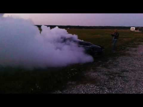 1000+ hp Chevrolet Camaro makes insane Burn-out