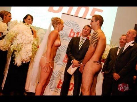Голышом на свадьбе на сцене, подмой меня язычком
