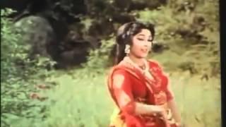 Lata   Aik Tu Jo Mila Sari Duniya Mili   Himalaya Ki Godh Mein  1965    YouTube