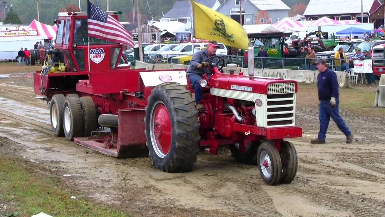 Pulling Tractors For Sale >> Farmall 560 - Antique Tractor Pull Deerfield Fair NH 2012 Video # 38 - YouTube