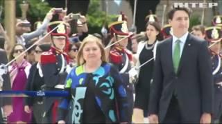 """Звезда сериала """"Друзья"""" избивал премьер-министра Канады"""