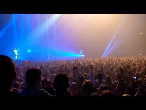 Hamburg singt Lila Wolken von Marteria