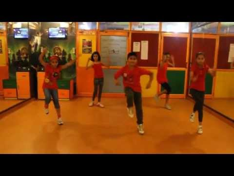 ABHI TOH PARTY SHURU HUI | Khoobsurat | Step2Step Dance Studio