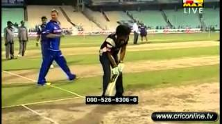 Shahrukh Khan Batting Against SHANE WARNE / SUNIL GAVASKAR :P