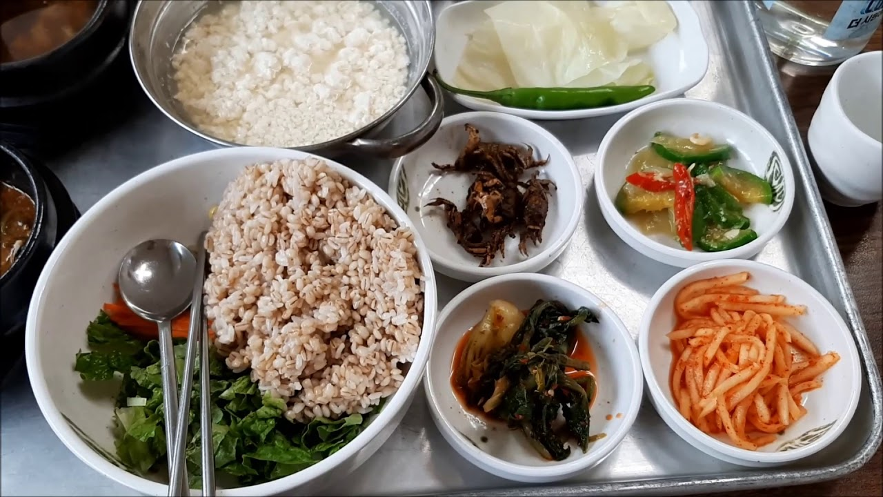 한국인의 밥상 보리밥 비빔밥- Korean Table Barley Rice Bibimbap  mixing meal -