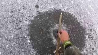 Начинающим рыболовам,установка жерлицы из шланга зимой.Видео rybachil.ru