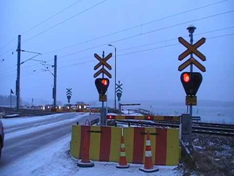 Finnish Intercity 6 passed Härskinniemi level crossing