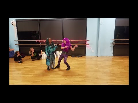 Descendants 2 cover