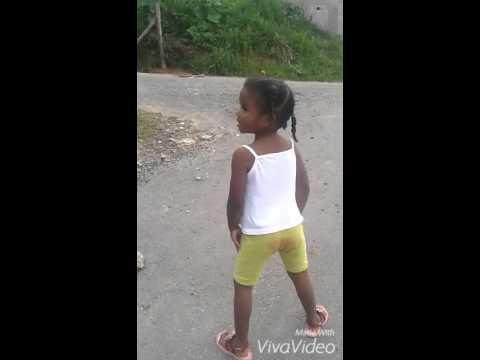 A menina dança funk