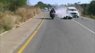 Repeat youtube video CHOQUE ESPECTACULAR DE UNA MOTO