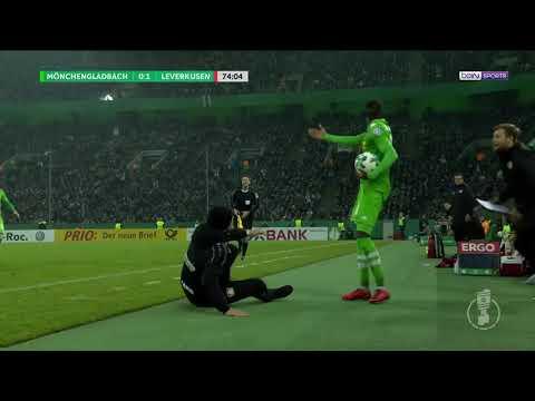 Heiko Herrlich, treinador do Leverkusen, protagonizou uma das piores simulações que já vimos