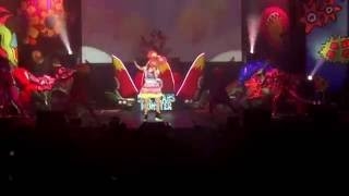 Kyary Pamyu Pamyu performing Kimi ni 100 Percent for 5ive Years Mon...