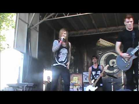 A Skylit Drive - Love The Way You Lie - LIVE @ Zumies Couch Tour 2012