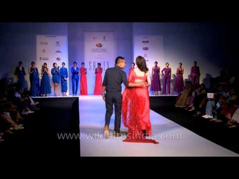 Soha Ali Khan stunningly walks the ramp