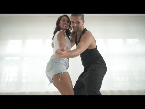 """30 Jahre """"Dirty Dancing"""": So tanzt du Mambo, Teil 1 (Grundschritt)"""