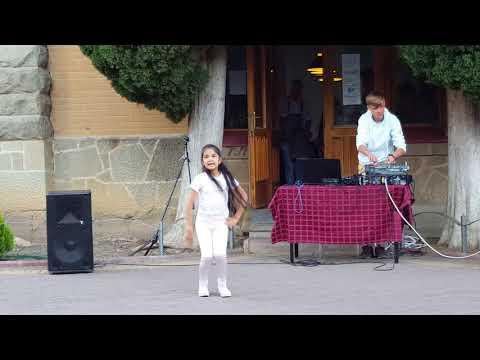Teri Aakhya Ka Yo Kajal/ Are Re Are DANCES/ Girl From Russia