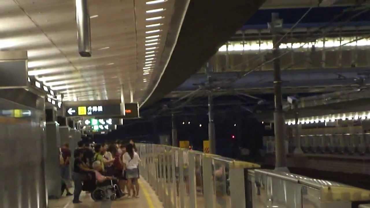 不停站飛快列車(機場快線A-Train)駛經欣澳站中間備用路軌 前往機場/博覽館 - YouTube