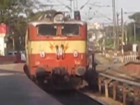 Indian Railways Comparison : ICF vs LHB Coach Couplings WAM4 Class Locomotive