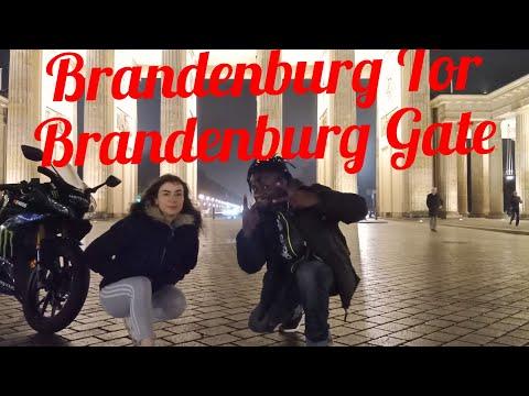 Berlin, Germany: Brandenburg Gate // Brandenburger Tor // Puerta De Brandenburgo.