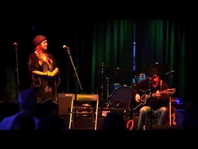 Jennifer B & Van Wilks performing an Original by Jennifer B
