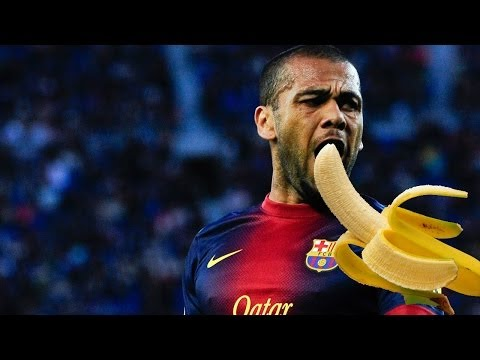 Dani Alves eat banana thrown from public 2014 [ORIGINAL]