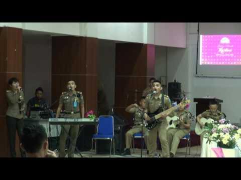 Band Khatulistiwa IPDN Jakarta - Hymn For The Weekend (Cover)