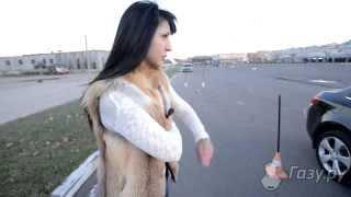 Видео для тех, кто собирается сдавать экзамен в ГИБДД. Параллельная парковка — один из экзаменационных элементов. Автоинструктор Юлия и её ученица Валентина предлагают свою версию выполнения элемента.