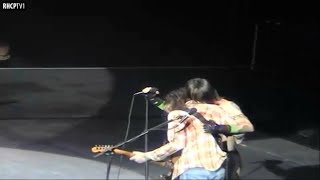 John Frusciante has Trouble with his Guitar and Gets Angry at Fan! (FULL)