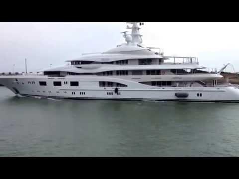 Le yatch Valerie quitte le port de Bayonne