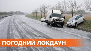 На дорогах лед! Экстренная остановка движения на Ровенщине, передвигаться автомобилями опасно