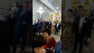 Золотая свадьба букет невесты
