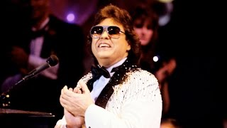 Watch Ronnie Milsap after Sweet Memories Play Born To Lose Again video