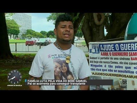 Pai se acorrenta para protestar por tratamento de saúde para o filho | Primeiro Impacto (28/11/17)