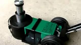 Nákladní pneumaticko-hydraulický pojízdný zvedák Compac do 32 tun