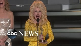 Dolly Parton Receives Willie Nelson Lifetime Achievement Awards at the CMAs