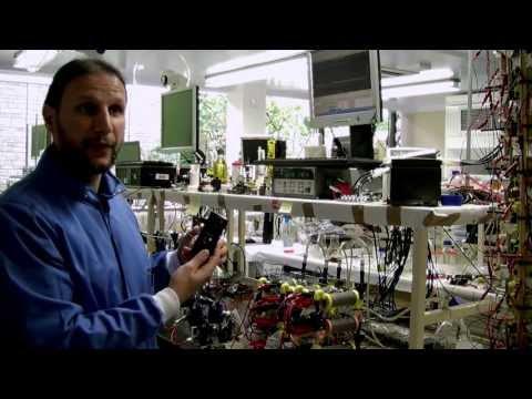 Bill Gates invierte en una batería para smartphones basada en la orina