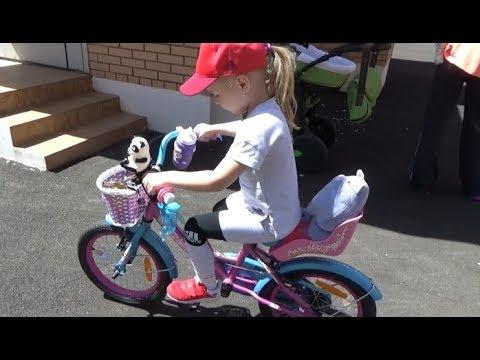 Алиса выбирает ВЕЛОСИПЕД !!! Развлечение для детей Детская площадка Мими Лисса - Видео онлайн