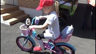 Алиса выбирает ВЕЛОСИПЕД !!! Развлечение для детей Детская площадка Мими Лисса