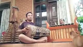 Duet Maut Mekendangan VS Gangsa - Fantastic Balinese Gamelan training in Bali