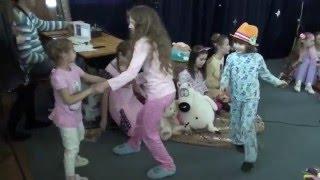 8-е марта. Музыкальная студия Граффити (при РЕВЮ), выступление детей. Аня Абызова(Анька поет песню Ю.Энтина